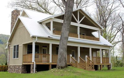 Cottage Escape with 3 Master Suites - 68400VR thumb - 05