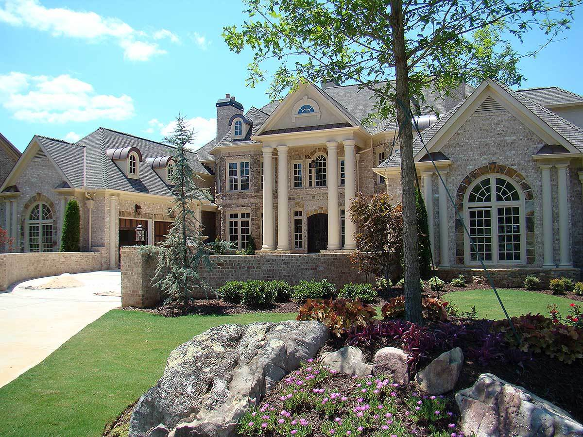 Luxury with stately courtyard entry 7203ds for Courtyard entry house plans