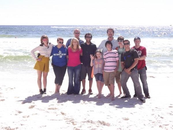 Beachfront-Bargain-Hunt-crew-001-1-600x450