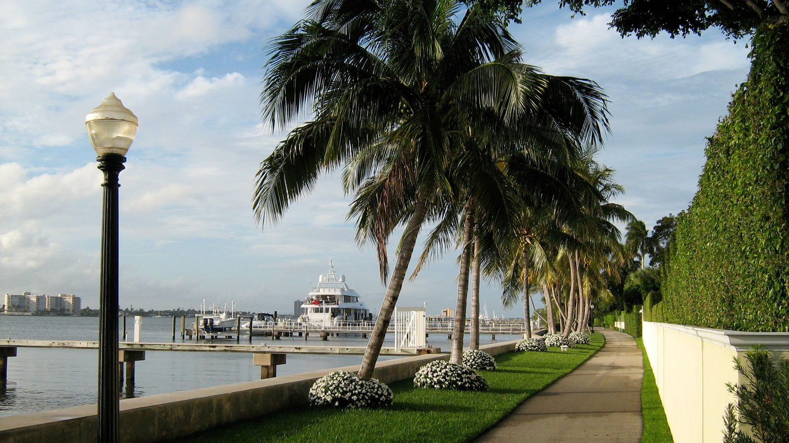 waterfront-coastal-boats-homes-for-sale