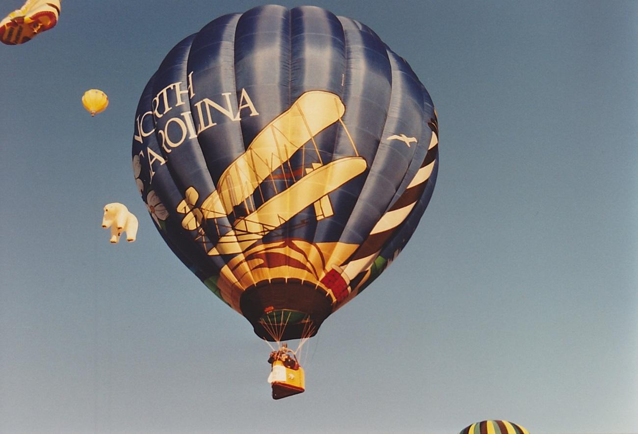 hot-air-balloon-616730
