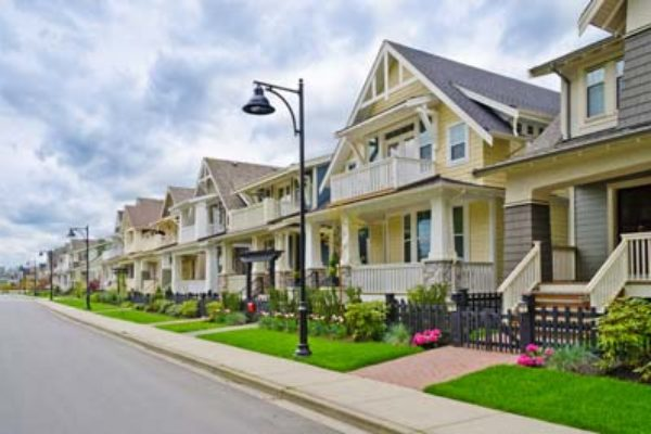 suburban-houses-sidewalk-neighborhood-real-estate