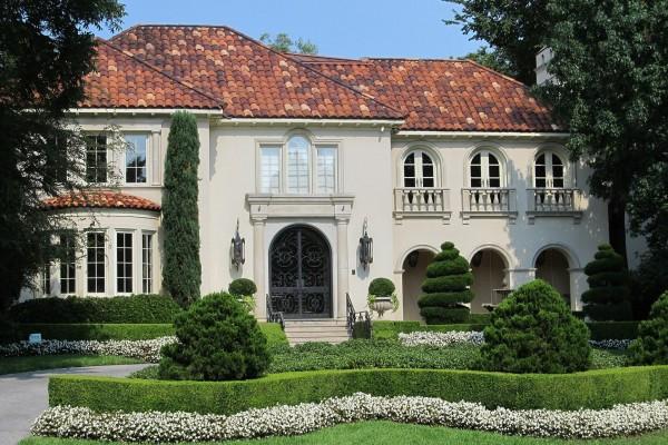 manicured-white-estate