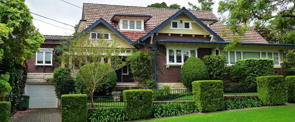 brick-house-suburb-green-grass-lawn-homes-for-sale
