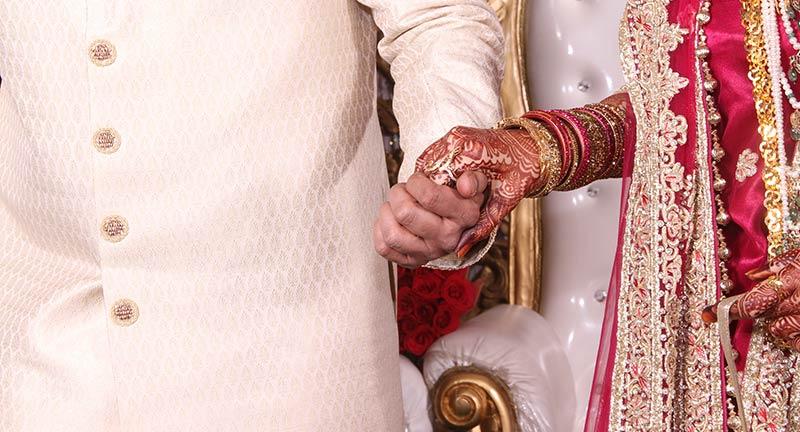 henna on brides hand