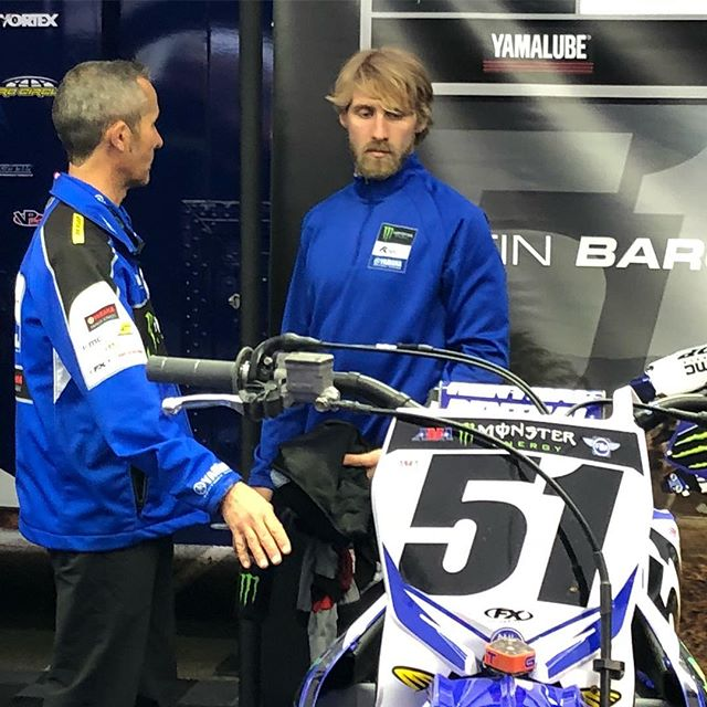 @justinbarcia going over a few final details before the start of San Diego @supercrosslive #yamaha #sxonfox #justinbarcia #supercross