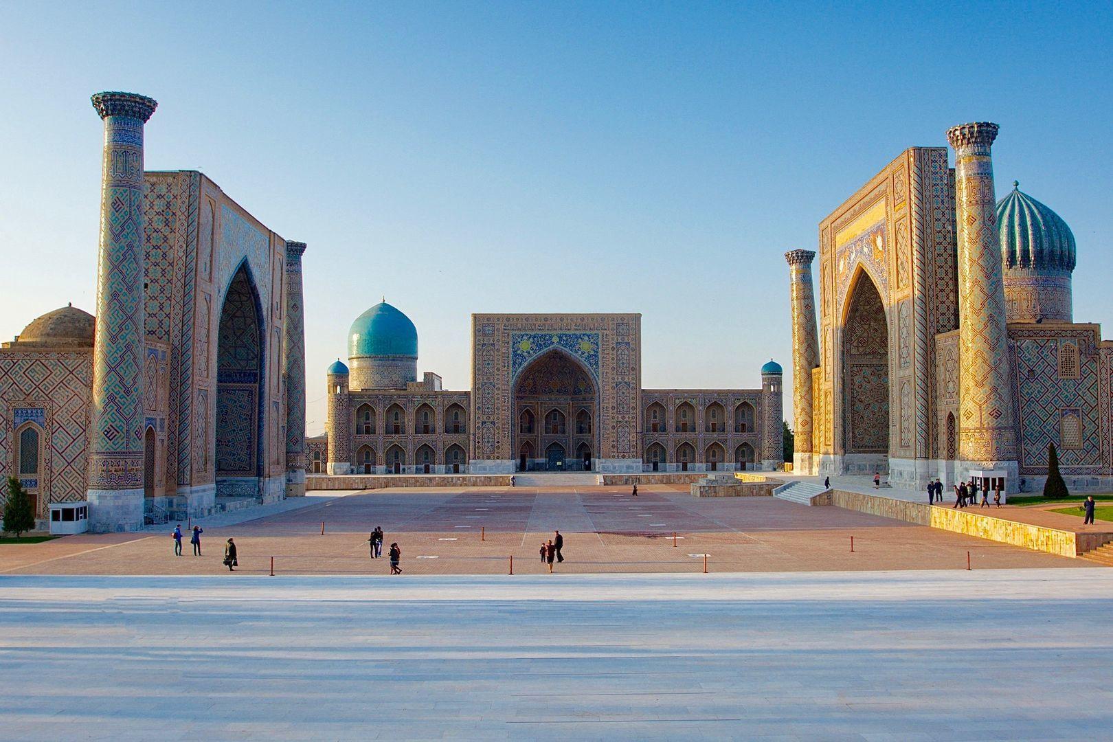Tashkent – Samarkand (270km, ca. 2h)