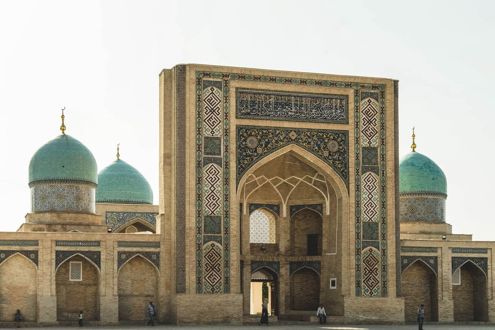 Khujand – Tashkent (180km, 4h)