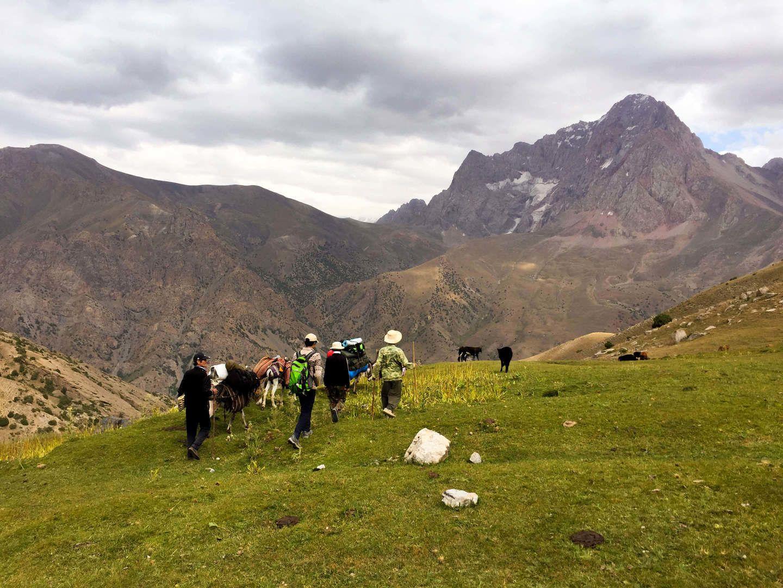 Tovasang Pass - Hazorchashma (trekking, 11 km +900/-1000m)