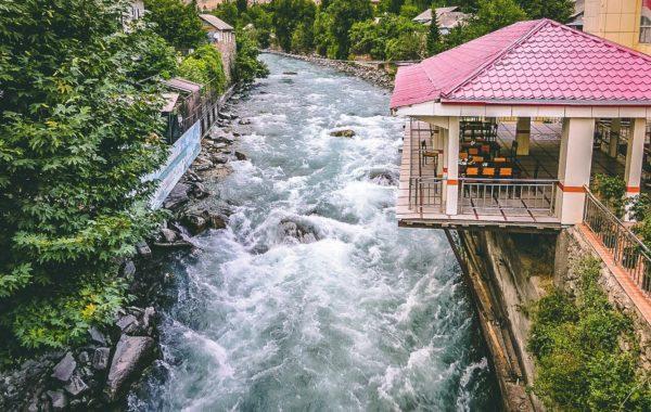 Dushanbe – Kulob – Kalai Khum (370km, 8-9h)