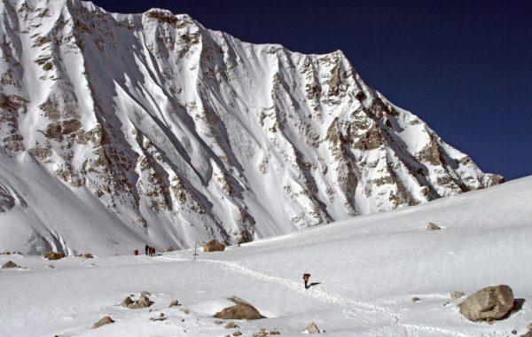 Larkya La Crossing to Bimthang