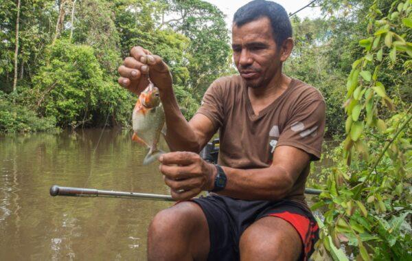 Try piranha fishing at Lake Tres Chimbadas