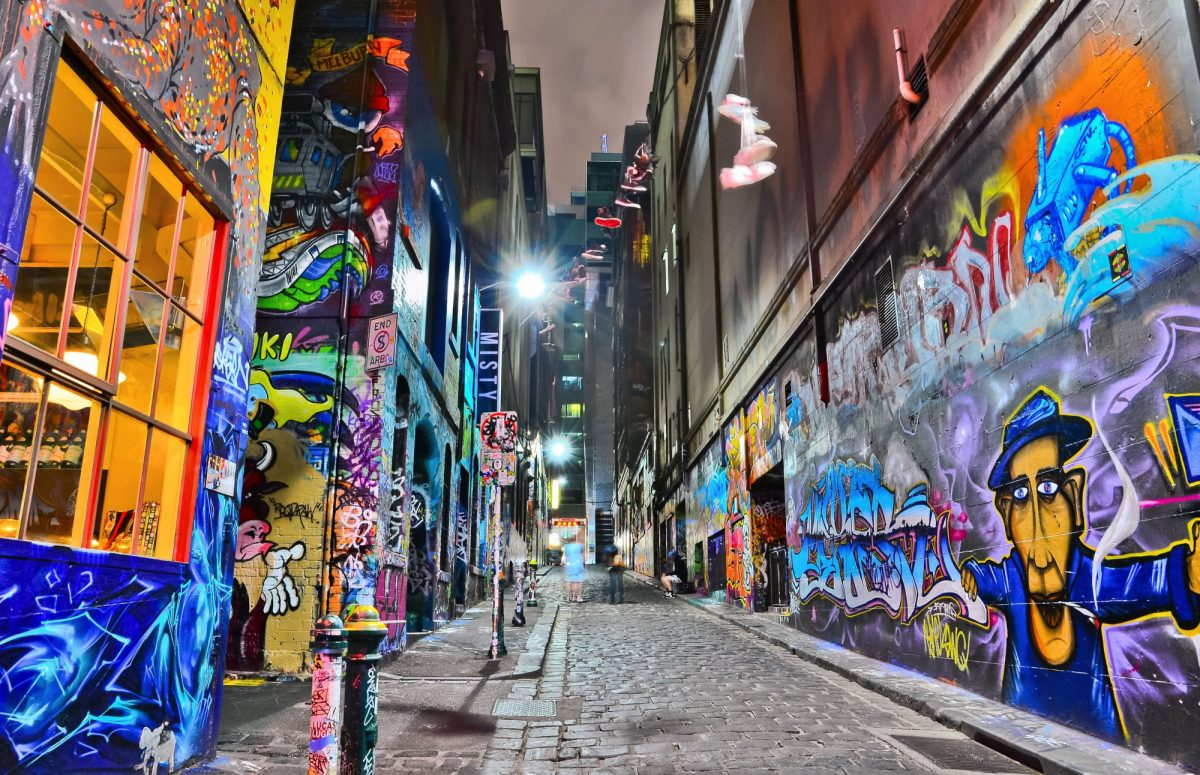 Aus Melbourne Night view of colorful graffiti artwork at Hosier Lane
