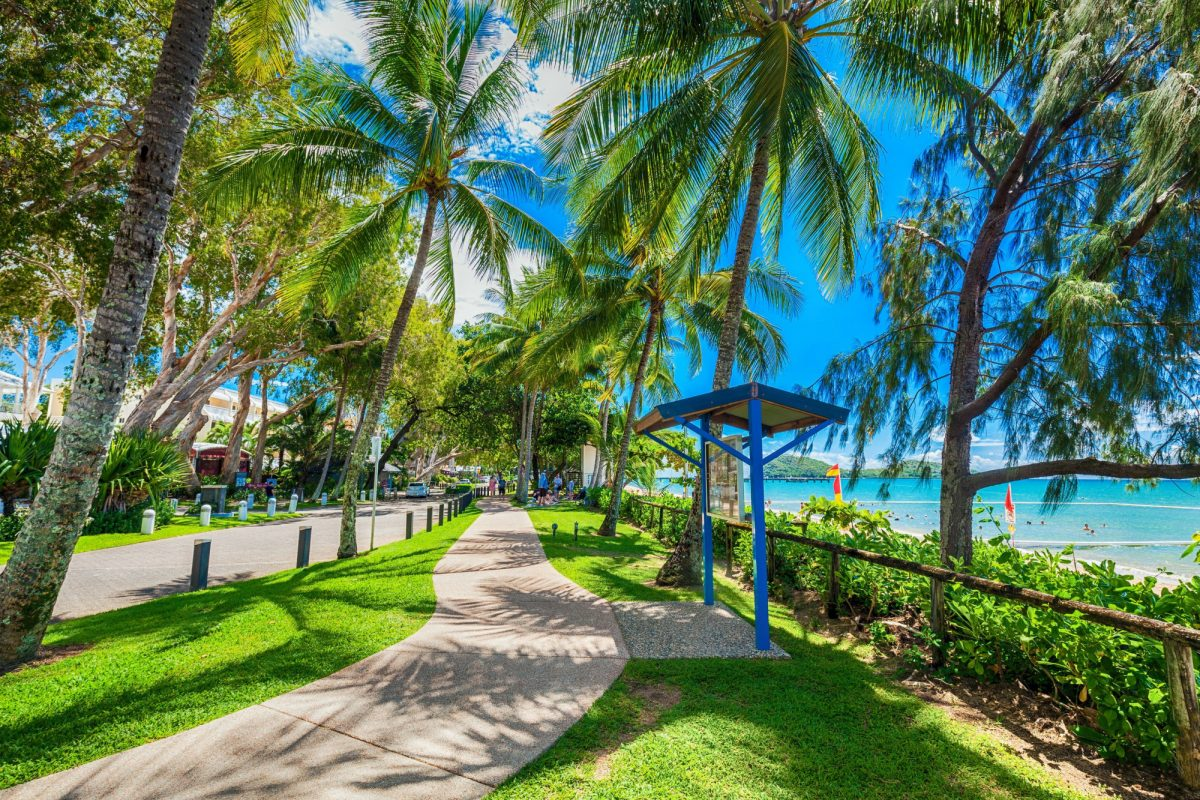 Aus cairns nearbye Palm Cove esplanade