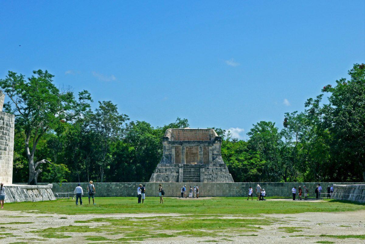 Mexico chichen Itza The ballcourt at Chichén Itzá