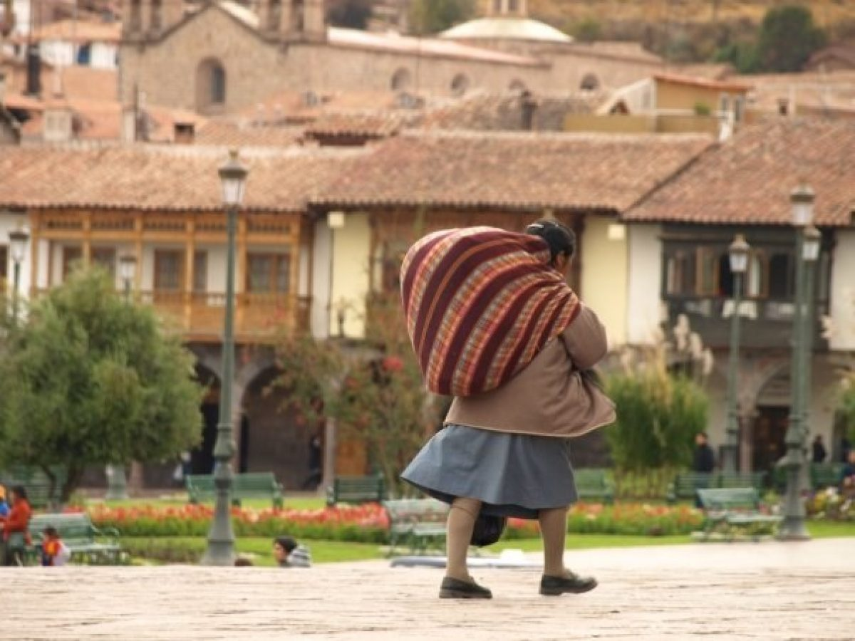 Peru Cusco lady