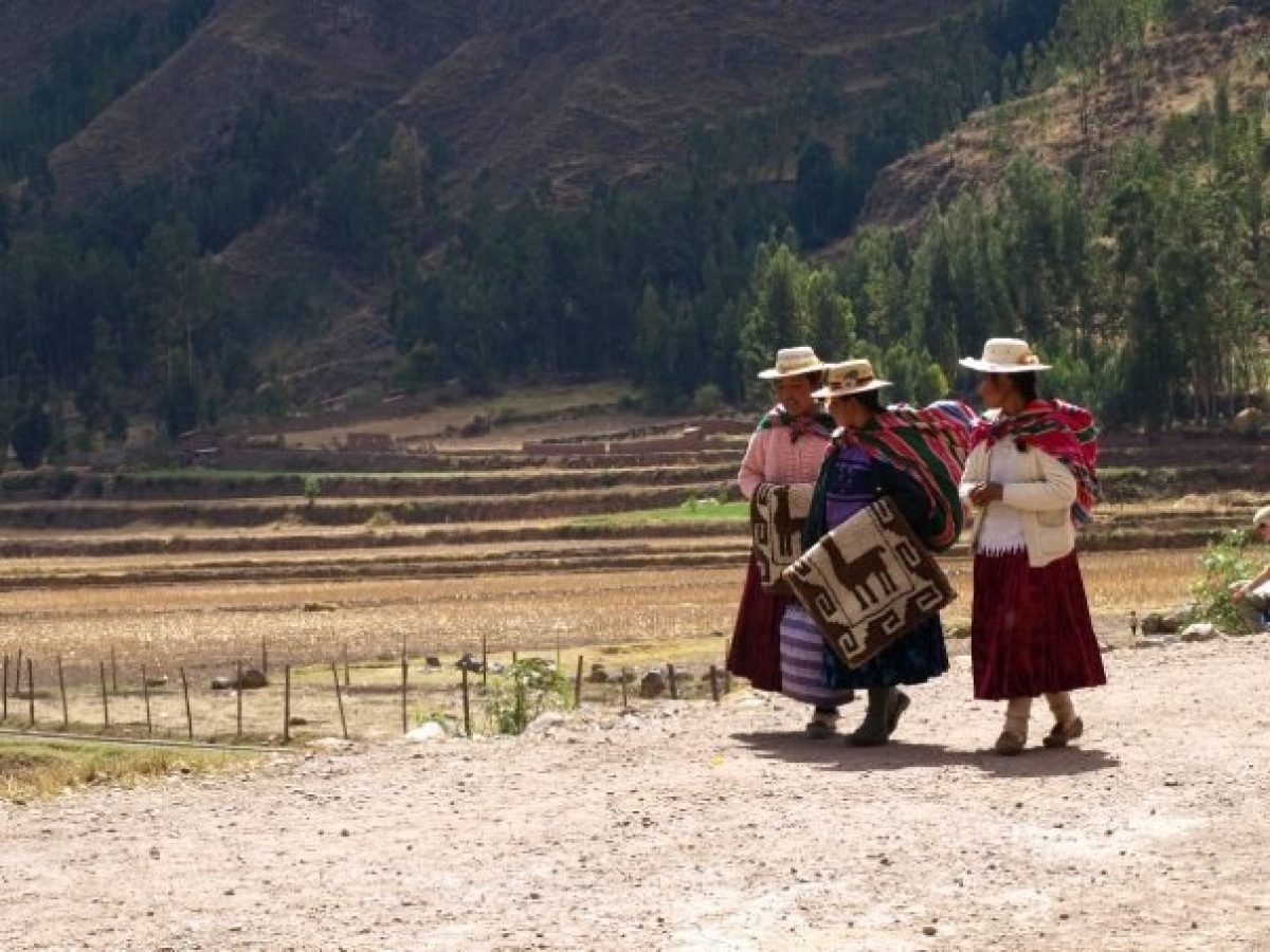 Peru Sacred Valley women