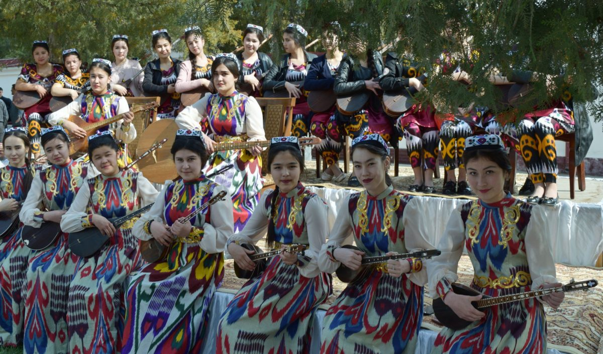 Uzbekistan Women play traditional music
