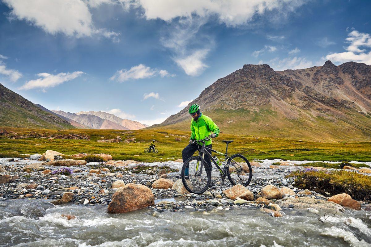 Tajikstan_bikermountains_lowres