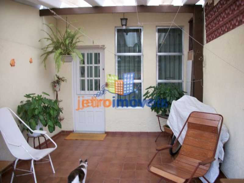 Casa a Venda no bairro Canto do Forte em Praia Grande - SP. 2 banheiros, 2 dormitórios, 1 vaga na garagem, 1 cozinha,  área de serviço,  lavabo,  sala