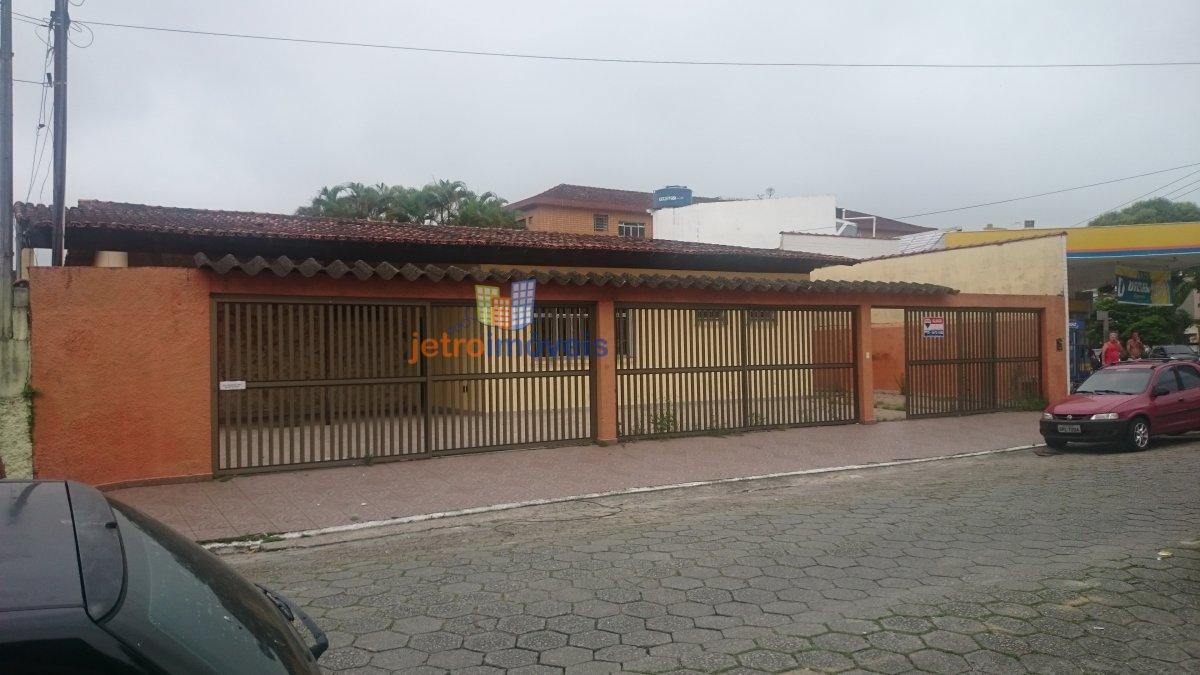 Casa para Alugar no bairro Canto do Forte em Praia Grande - SP. 5 banheiros, 8 dormitórios, 3 suítes, 12 vagas na garagem, 3 cozinhas,  área de serviç