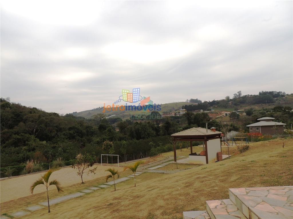 Sobrado a Venda no bairro Chácaras Maringá em Atibaia - SP. 3 banheiros, 3 dormitórios, 1 suíte, 4 vagas na garagem, 1 cozinha,  área de serviço,  cop