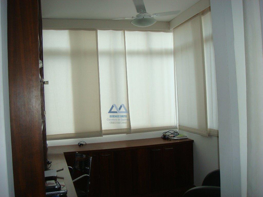 Apartamento a Venda no bairro Centro em Divinópolis - MG. 6 banheiros, 8 dormitórios, 2 suítes, 2 vagas na garagem, 2 cozinhas,  closet,  área de serv