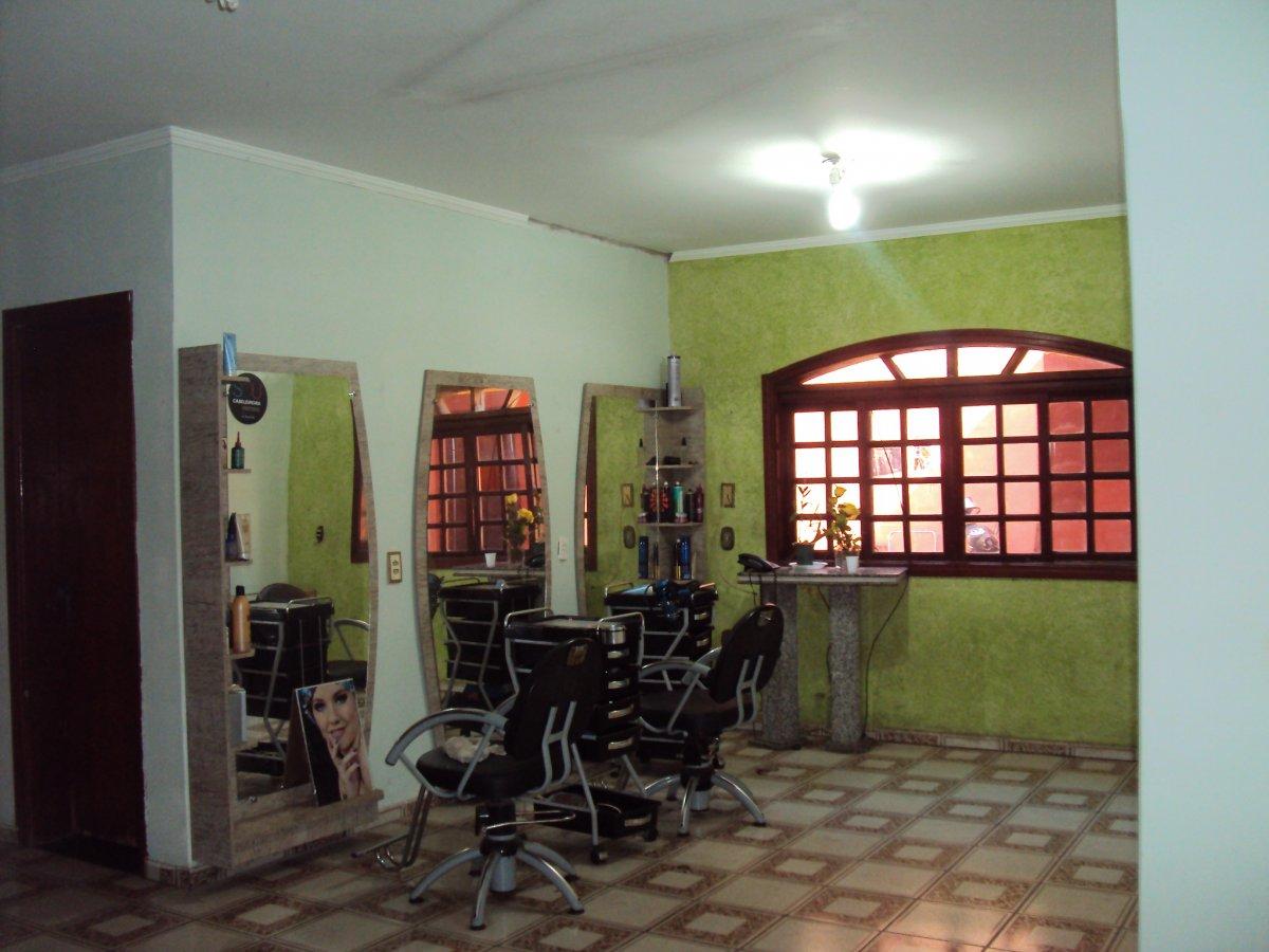 Casa a Venda no bairro Jardim São Domingos em Americana - SP. 2 banheiros, 5 dormitórios, 1 suíte, 4 vagas na garagem, 1 cozinha,  área de serviço,  s