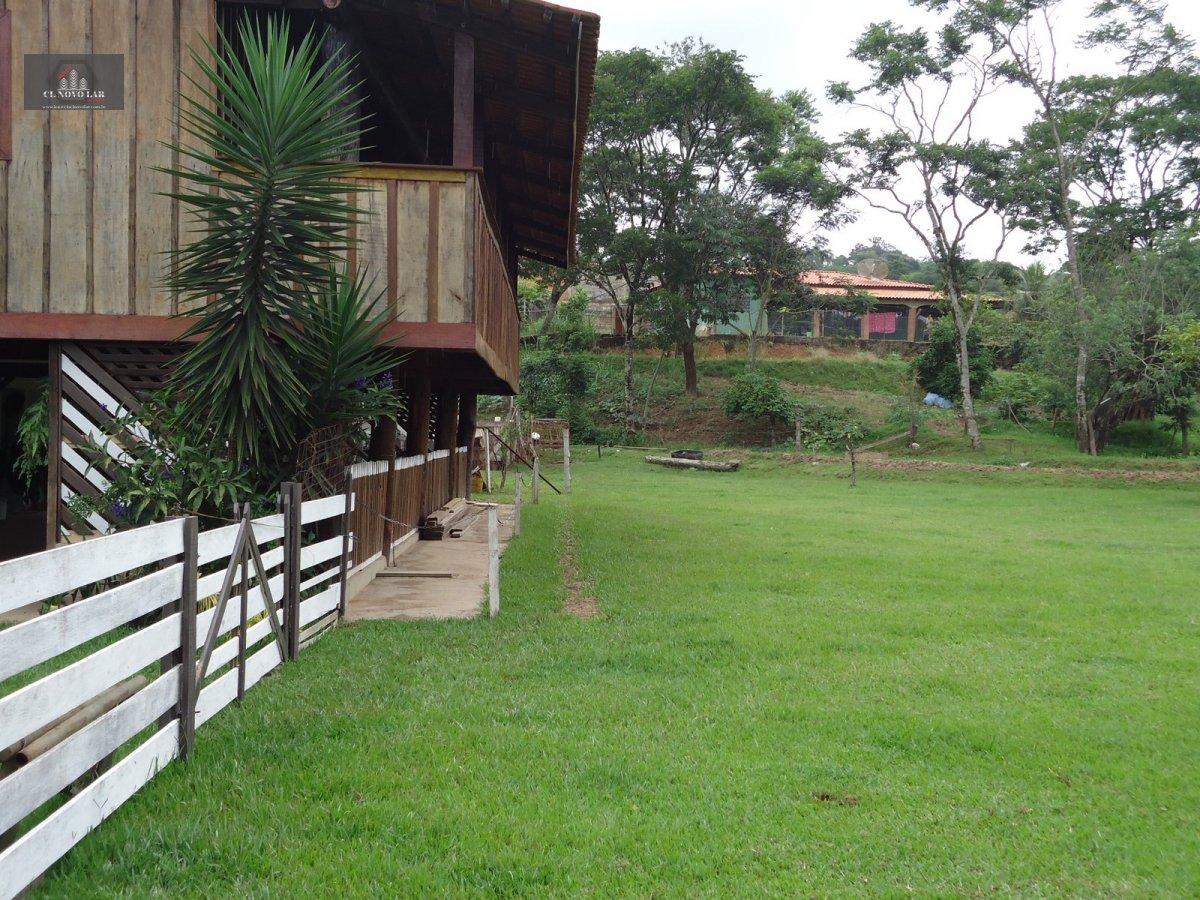 Chácara a Venda no bairro Pinheirinhos em Santa Bárbara D´Oeste - SP. 4 banheiros, 1 cozinha,  copa,  sala de estar.  - 165