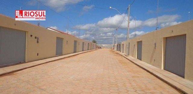 Casa a Venda e para Alugar no bairro Santa Inês em Imperatriz - MA. 2 banheiros, 3 dormitórios, 1 suíte, 2 vagas na garagem, 1 cozinha,  área de servi