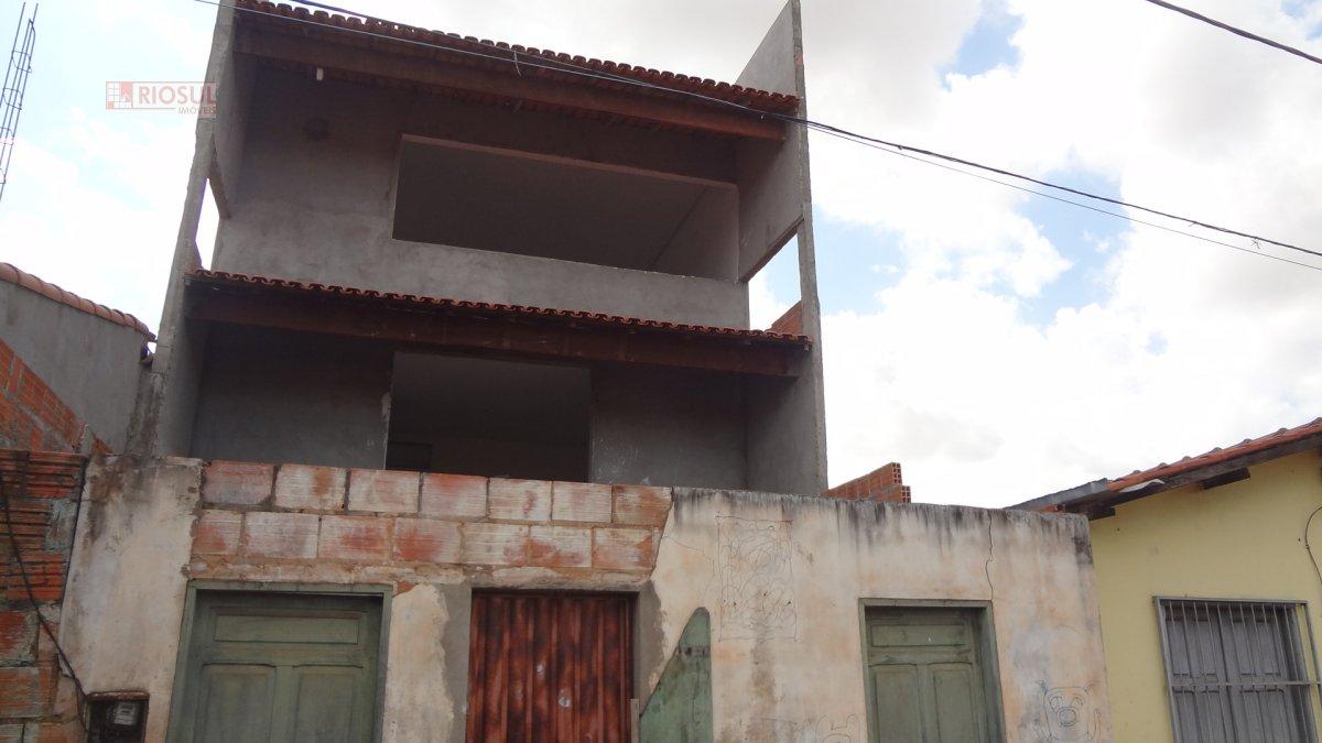 Casa a Venda no bairro Nova Imperatriz em Imperatriz - MA. 4 banheiros, 3 dormitórios, 3 suítes, 2 vagas na garagem, 1 cozinha,  área de serviço,  sal