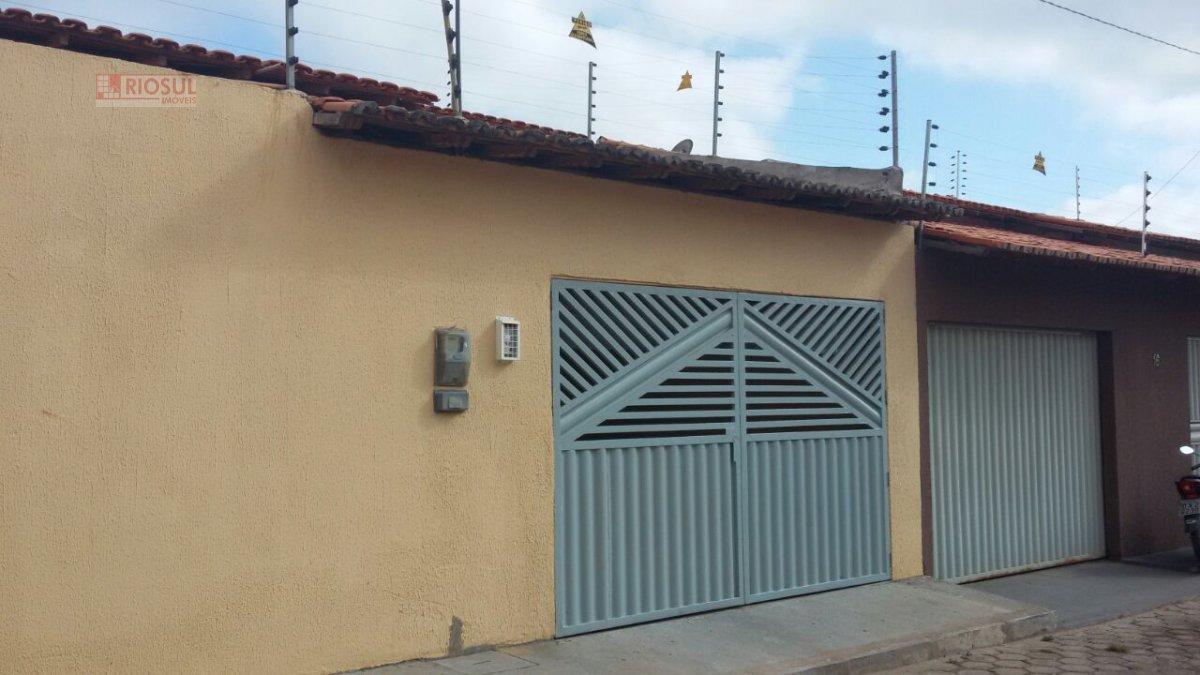 Casa para Alugar no bairro Parque Amazonas em Imperatriz - MA. 2 banheiros, 3 dormitórios, 1 suíte, 2 vagas na garagem, 1 cozinha,  sala de estar.  -