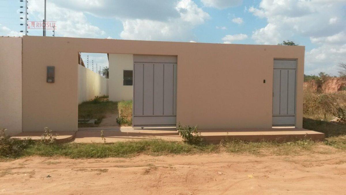 Casa a Venda no bairro Ouro Verde  em Imperatriz - MA. 1 banheiro, 2 dormitórios, 2 vagas na garagem, 1 cozinha,  área de serviço,  sala de estar.  -