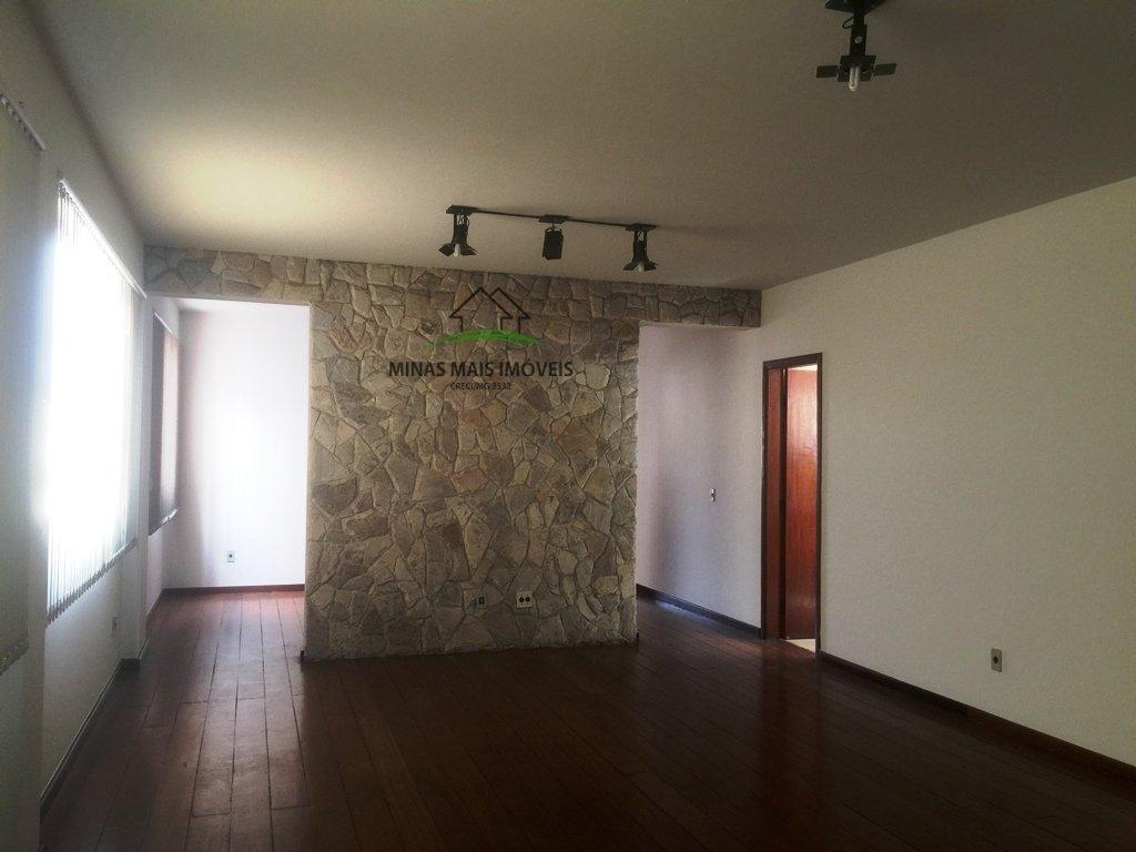 Apartamento a Venda no bairro Centro em Divinópolis - MG. 3 banheiros, 3 dormitórios, 1 suíte, 1 vaga na garagem, 1 cozinha,  área de serviço,  sala d