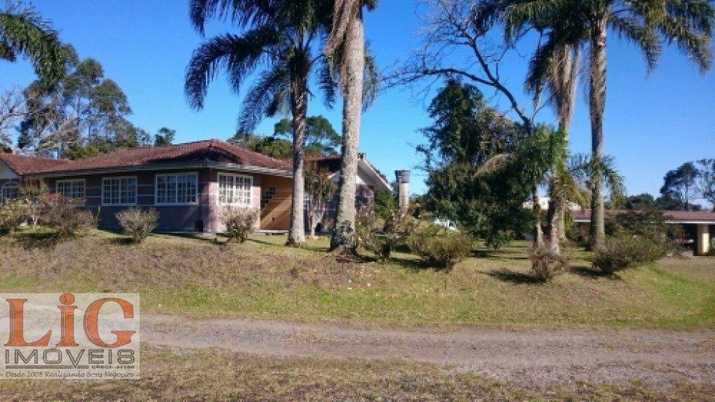 Chácara a Venda no bairro Borda do Campo em São José dos Pinhais - PR. 2 banheiros, 3 dormitórios, 2 suítes, 5 vagas na garagem, 2 cozinhas,  área de