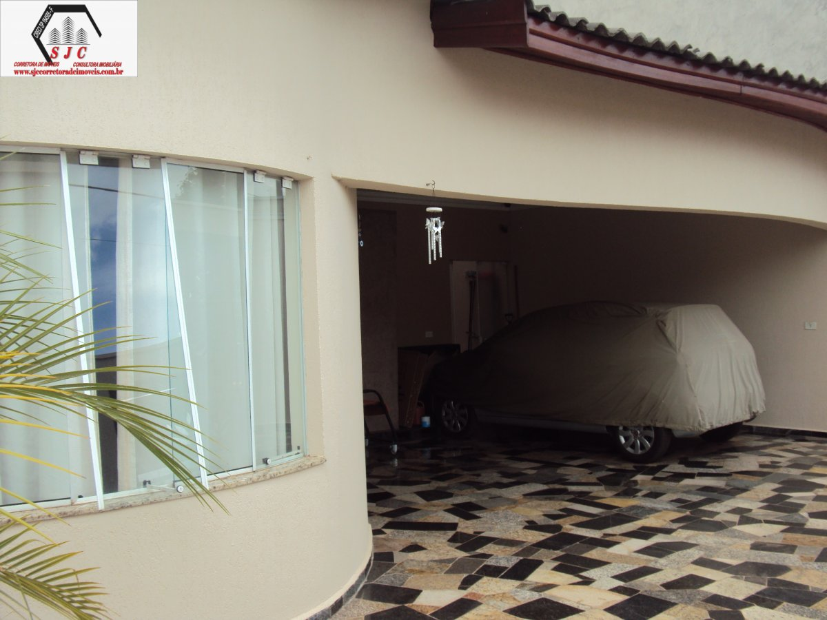 Casa a Venda no bairro Jardim Adelia em Santa Bárbara D´Oeste - SP. 1 banheiro, 3 dormitórios, 1 suíte, 5 vagas na garagem, 1 cozinha,  closet,  área