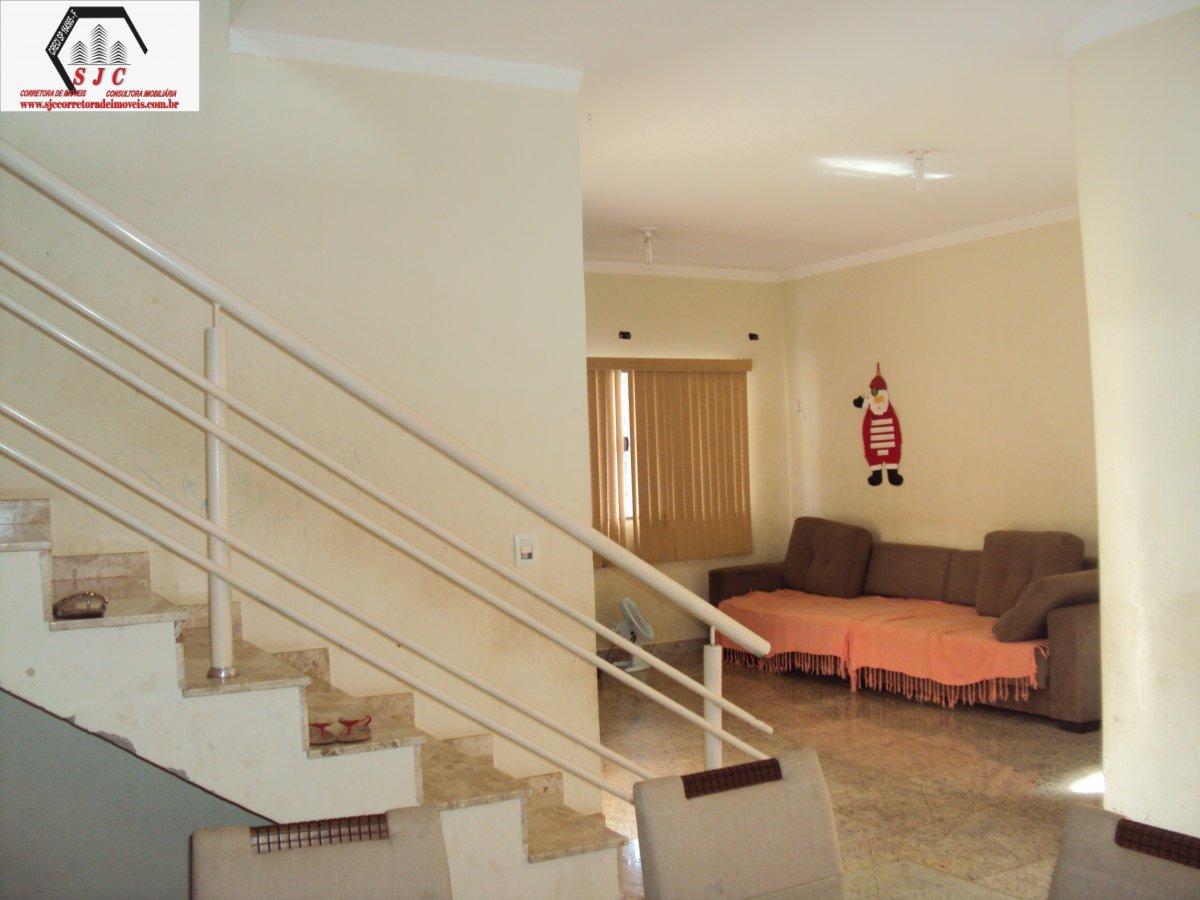 Casa a Venda no bairro Cândido Bertini em Santa Bárbara D´Oeste - SP. 3 banheiros, 3 dormitórios, 1 suíte, 5 vagas na garagem, 1 cozinha,  área de ser