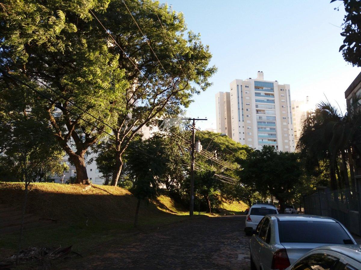 Apartamento a Venda no bairro Vila Ipiranga em Porto Alegre - RS. Com 1 banheiro, 2 dormitórios, 1 vaga na garagem, 1 cozinha.