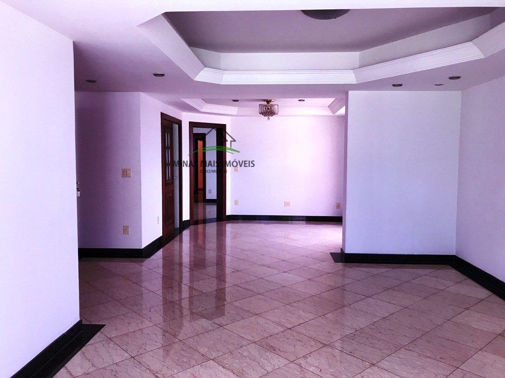 Apartamento a Venda no bairro Centro em Divinópolis - MG. 5 banheiros, 3 dormitórios, 2 suítes, 2 vagas na garagem, 1 cozinha,  closet,  área de servi