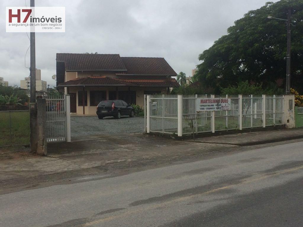 Casa a Venda no bairro Vila Nova em Joinville - SC. 2 banheiros, 2 dormitórios, 1 suíte, 1 vaga na garagem, 1 cozinha,  área de serviço,  copa,  sala