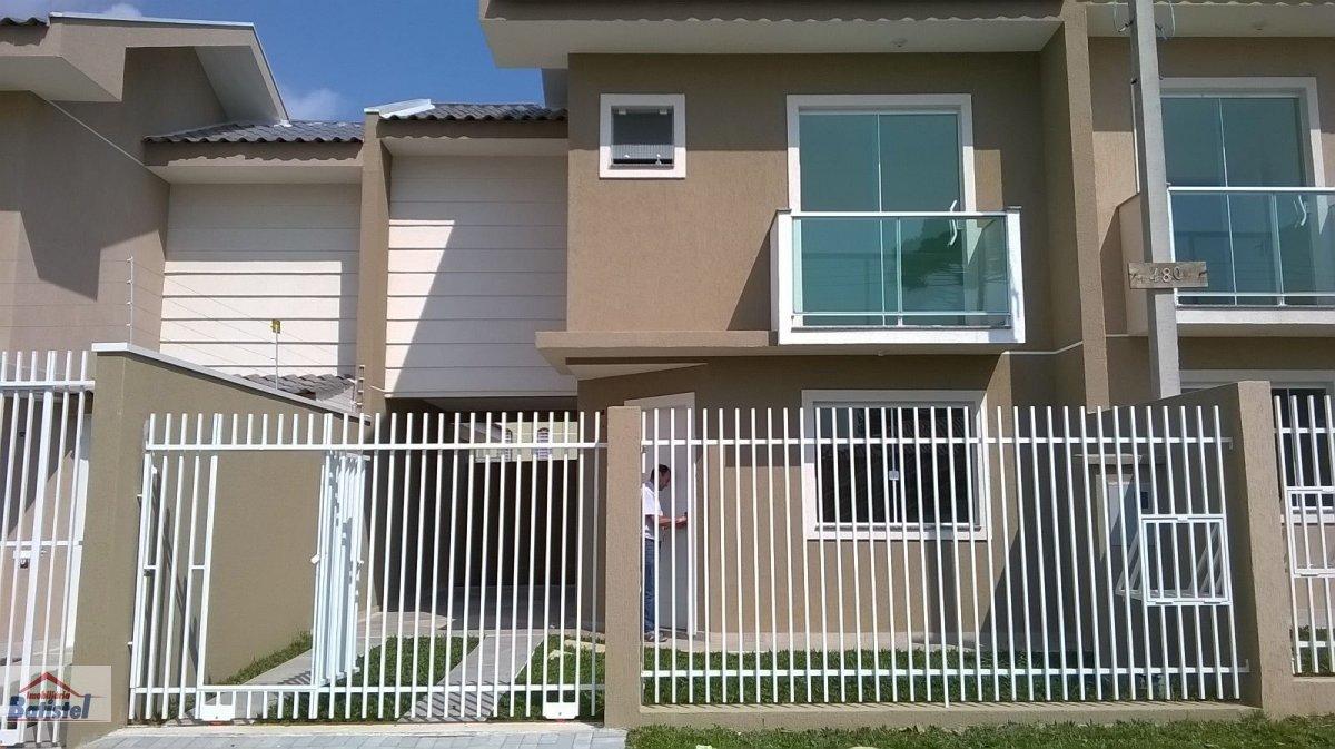 Sobrado a Venda no bairro Pinheirinho em Curitiba - PR. 1 banheiro, 3 dormitórios, 1 vaga na garagem, 1 cozinha,  área de serviço,  lavabo.  - SO0008