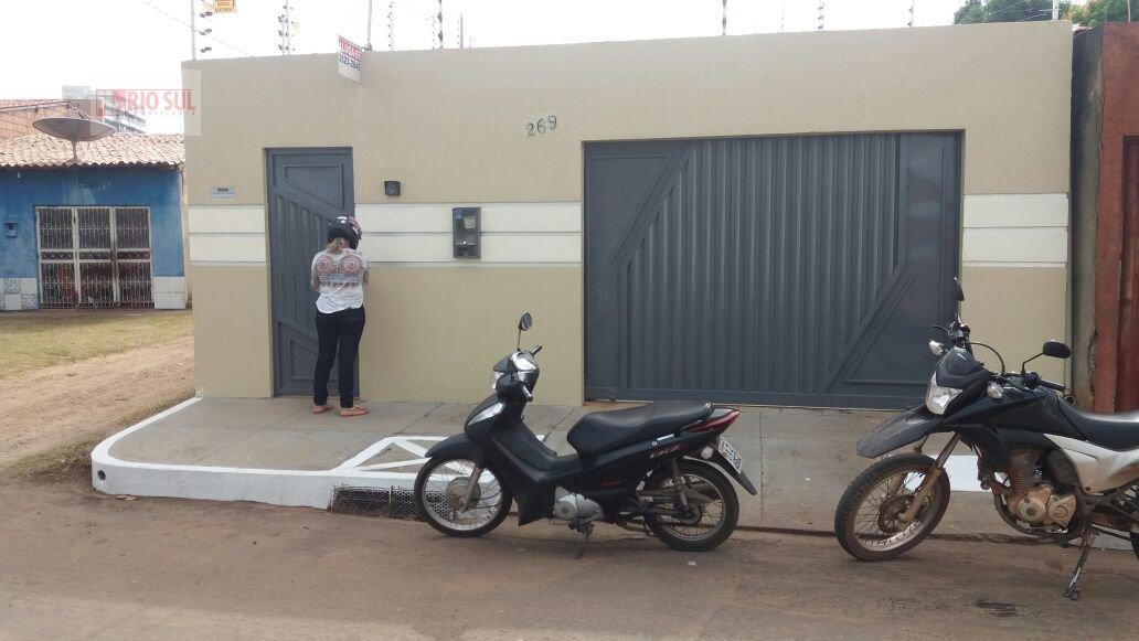 Casa para Alugar no bairro Centro em Imperatriz - MA. 2 banheiros, 3 dormitórios, 1 suíte, 4 vagas na garagem, 1 cozinha,  área de serviço,  sala de e