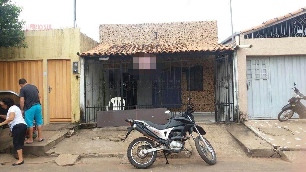 Casa a Venda no bairro Bacuri em Imperatriz - MA. 1 banheiro, 3 dormitórios, 1 vaga na garagem, 1 cozinha,  área de serviço,  sala de estar,  sala de