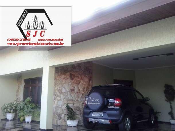 Casa a Venda no bairro Vila Frezzarin em Americana - SP. 3 banheiros, 3 dormitórios, 1 suíte, 4 vagas na garagem, 1 cozinha,  área de serviço,  sala d