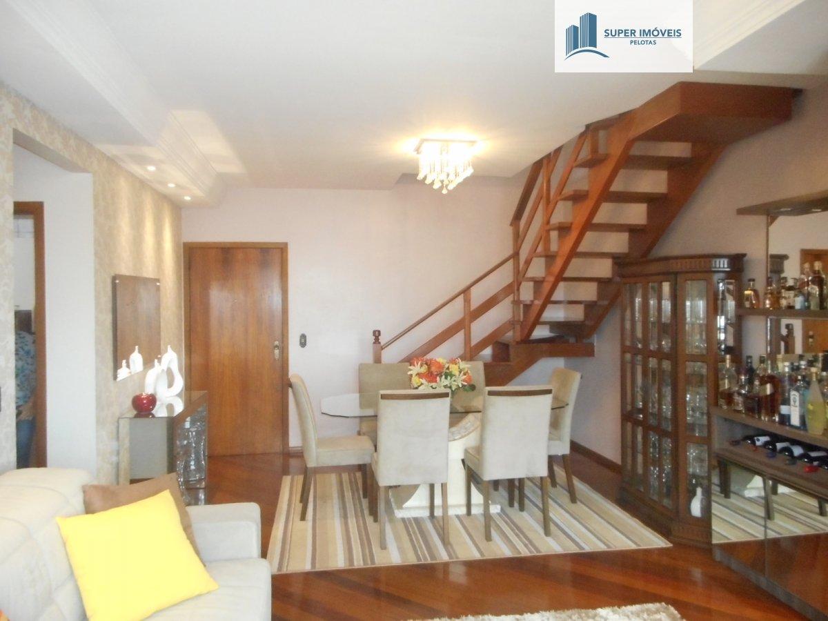 Apartamento a Venda no bairro Centro em Pelotas - RS. 2 banheiros, 3 dormitórios, 1 suíte, 2 vagas na garagem, 1 cozinha,  closet,  área de serviço,