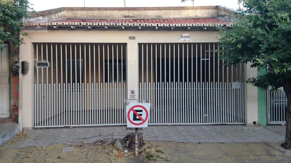 Casa para Alugar no bairro Juçara em Imperatriz - MA. 2 banheiros, 3 dormitórios, 1 suíte, 3 vagas na garagem, 1 cozinha,  área de serviço,  sala de e