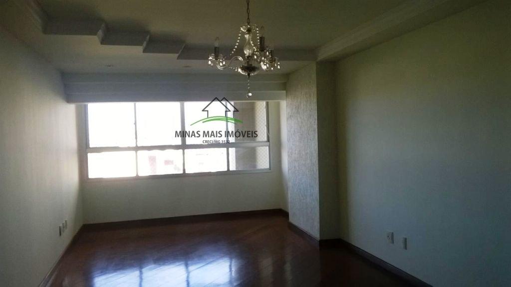 Apartamento a Venda e para Alugar no bairro Centro em Divinópolis - MG. 2 banheiros, 4 dormitórios, 1 suíte, 1 vaga na garagem, 1 cozinha,  área de se