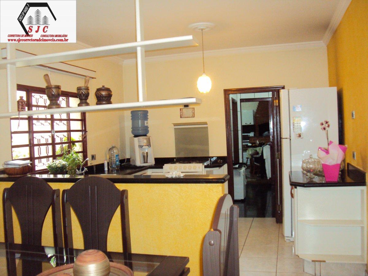 Casa a Venda no bairro Geriva em Santa Bárbara D´Oeste - SP. 2 banheiros, 3 dormitórios, 2 vagas na garagem, 1 cozinha,  área de serviço,  sala de est