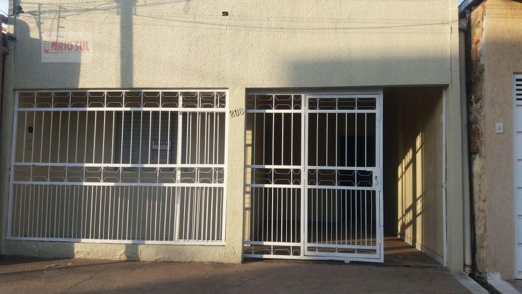 Casa para Alugar no bairro Centro em Imperatriz - MA. 1 banheiro, 3 dormitórios, 1 vaga na garagem, 1 cozinha,  área de serviço,  sala de estar.  - 00