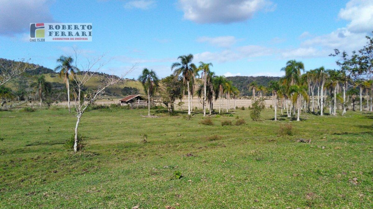 Fazenda a Venda no bairro Araçatuba em Imbituba - SC. 2 banheiros, 2 dormitórios, 2 vagas na garagem, 1 cozinha.  - 103